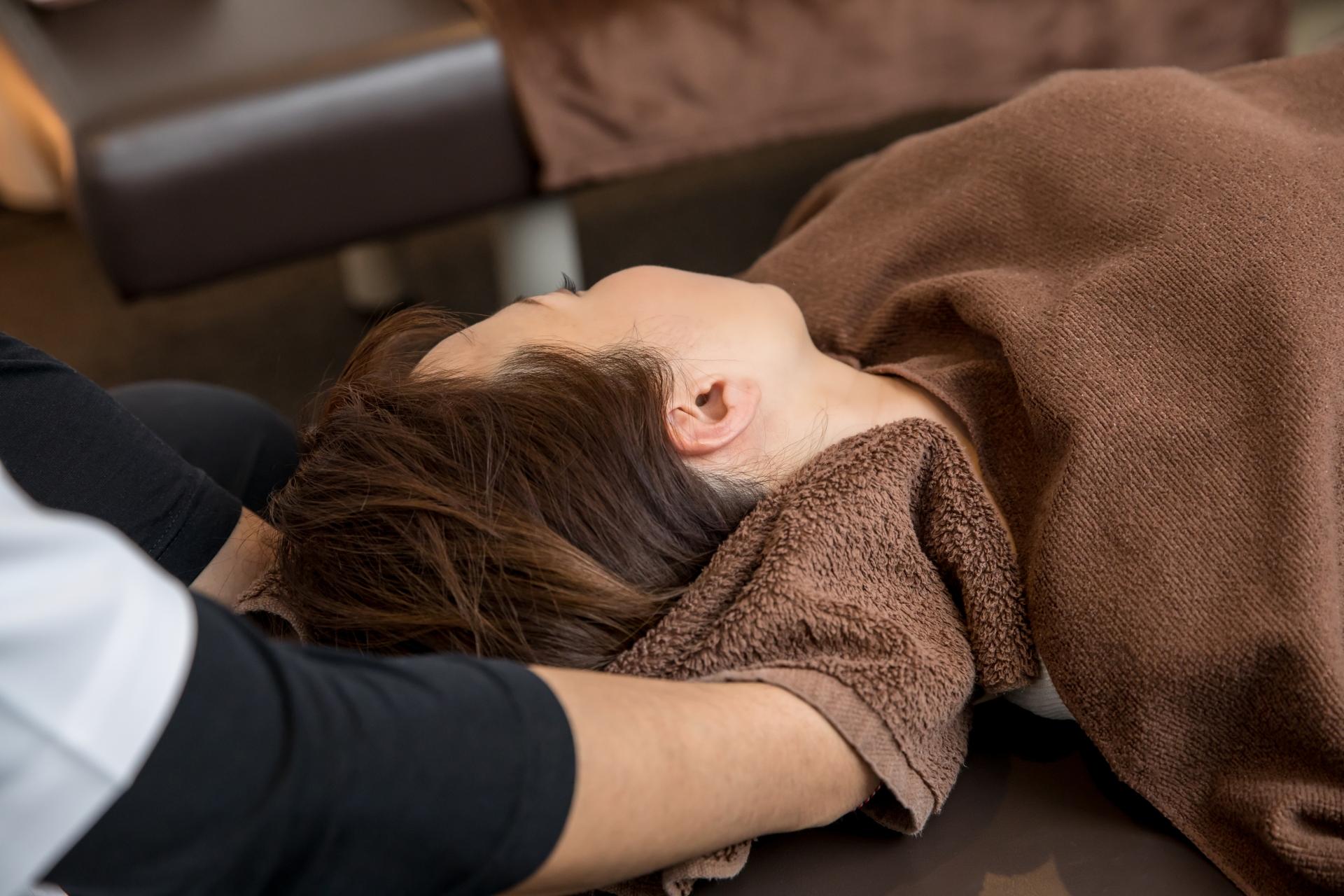 ふくろう鍼灸整骨院の「交通事故治療(首)」をしているイメージ画像